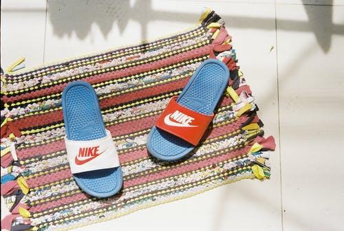 Tips Memilih Sandal Remaja Berkaki Besar