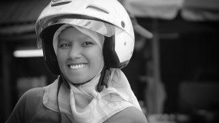 Tips Aman Naik Motor Bagi Hijaber